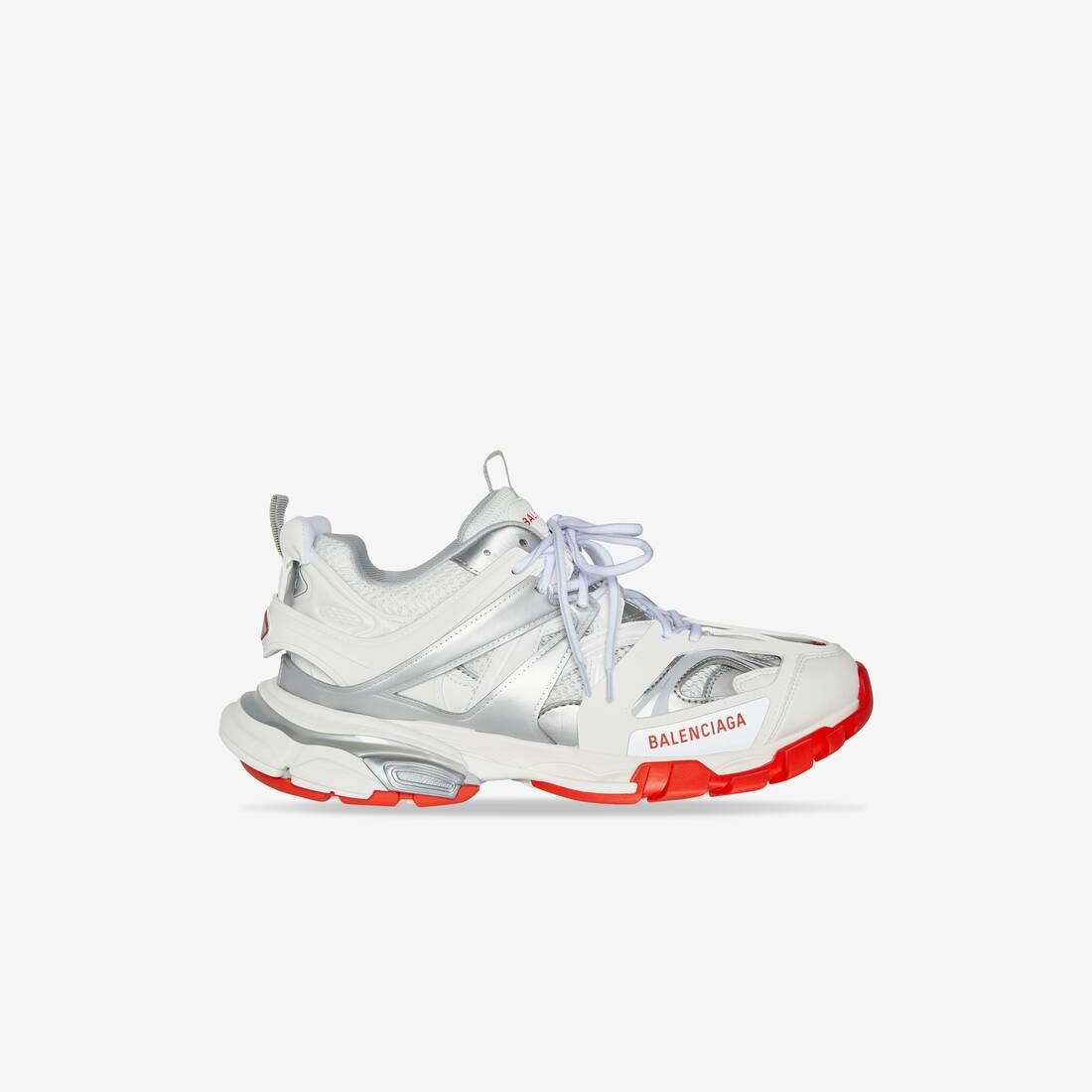 Display zoomed version of track sneaker 1