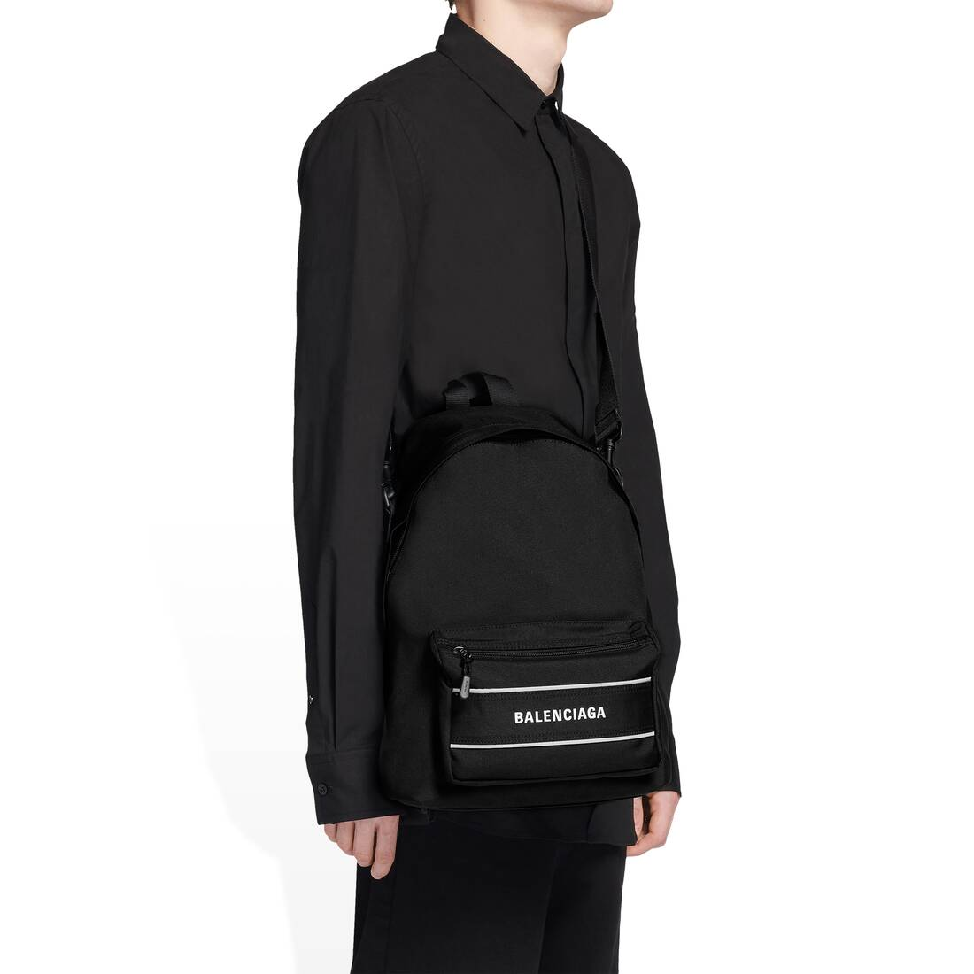 Display zoomed version of sport crossbody backpack 6