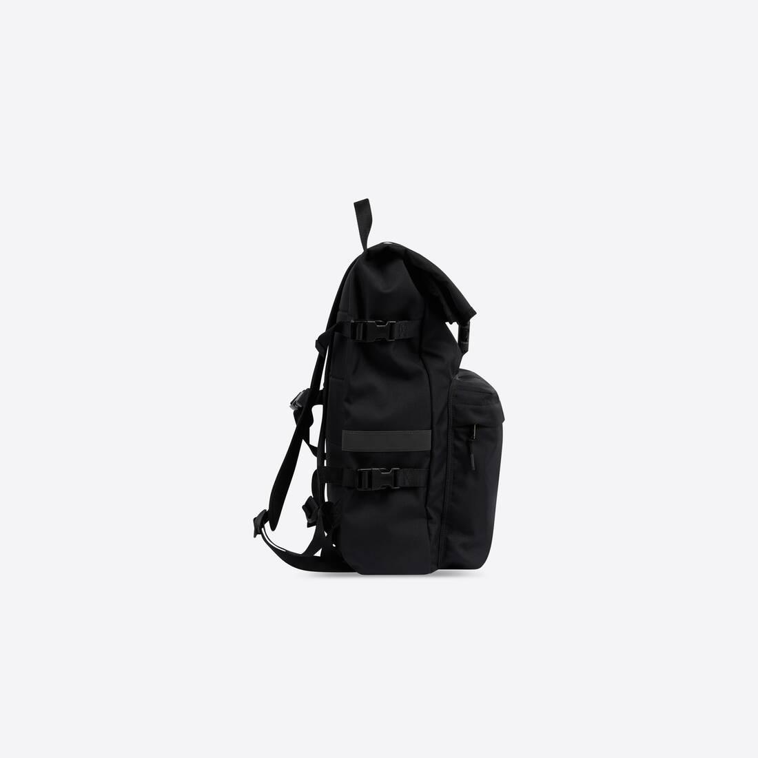 Display zoomed version of messenger backpack 3