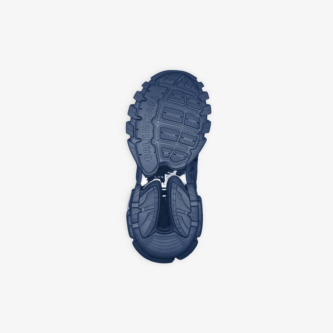 Display zoomed version of track sneaker 6