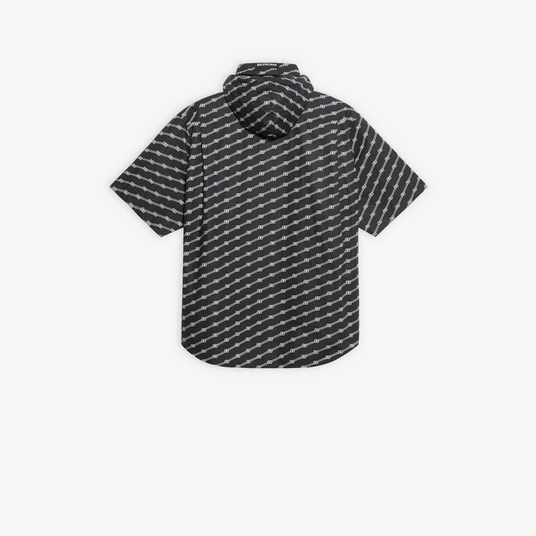 Display zoomed version of windbreaker shirt 2