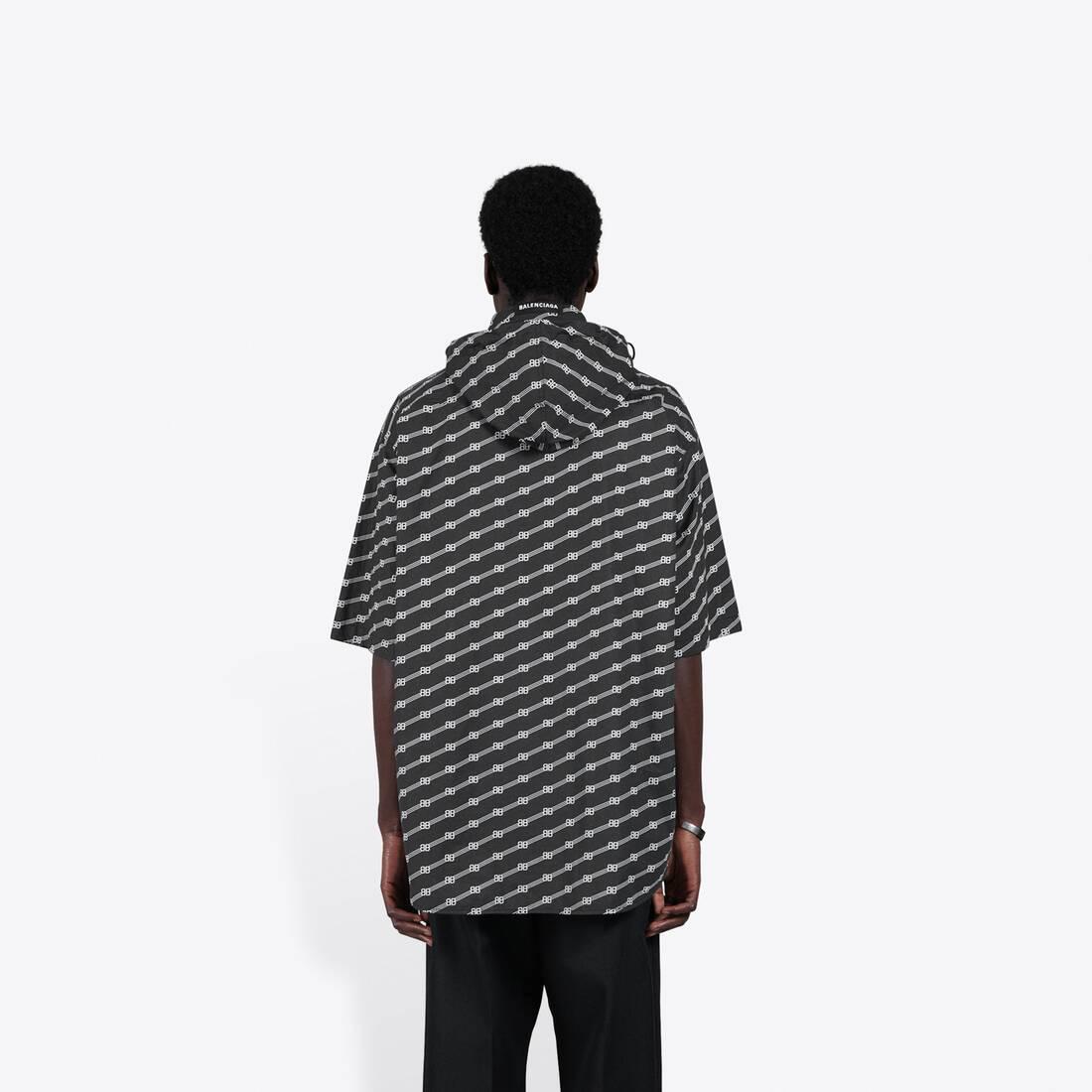 Display zoomed version of windbreaker shirt 7