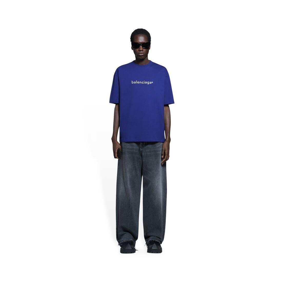 Display zoomed version of camiseta de ajuste mediano new copyright 3
