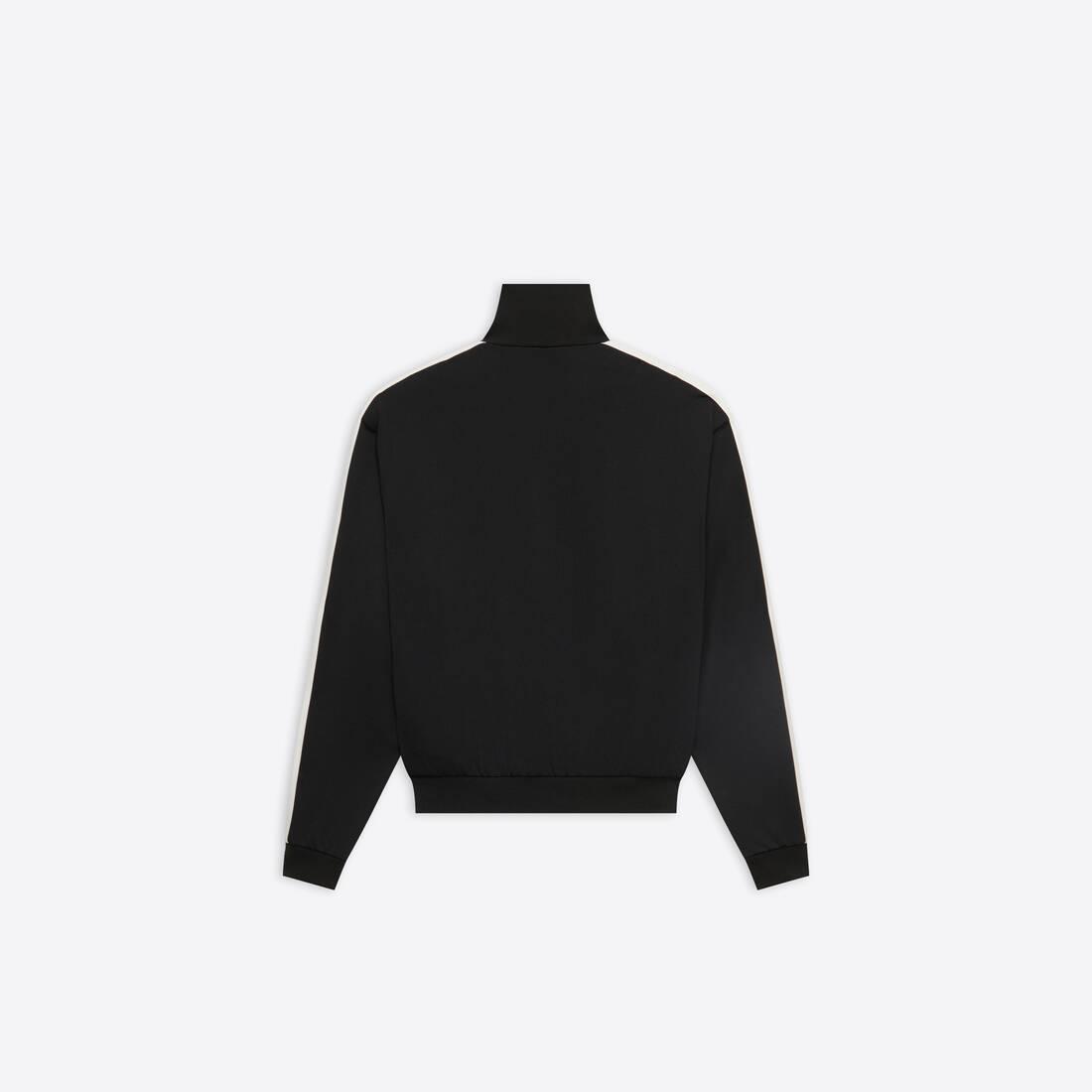 Display zoomed version of zip-up jacket 2