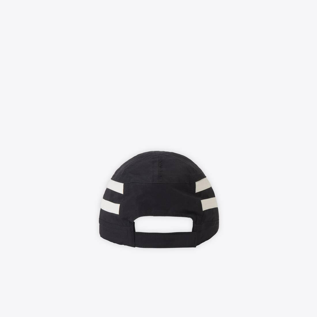 Display zoomed version of tracksuit cap 2