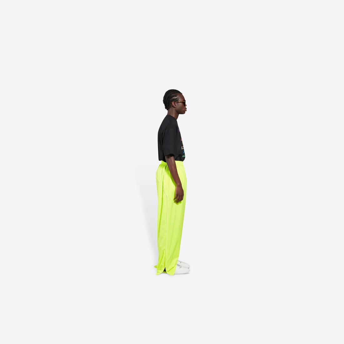 Display zoomed version of tracksuit pants 4
